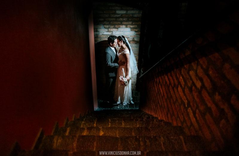 Mini wedding em uma adega subterrânea: Diana e Hideiki