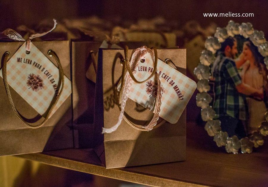 Saquinhos de doces para o convidado levar para casa