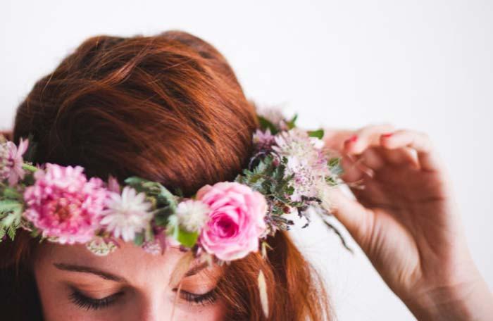 Faça você mesmo: coroa de flores para noivas