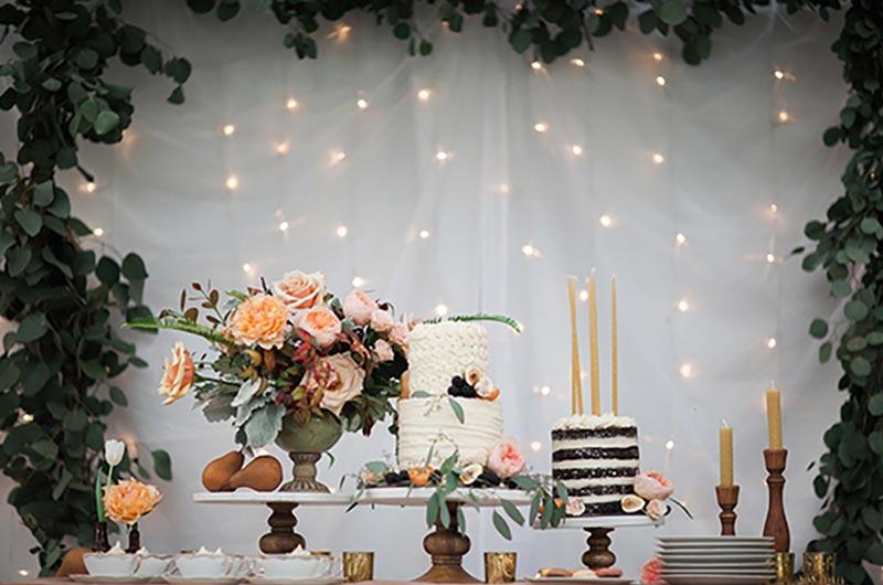 Bolo com brinde: 25 inspirações para decorar seu casamento