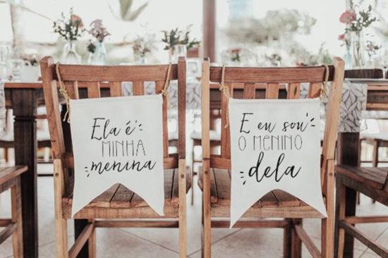 Modelo gratuito de plaquinha para cadeira dos noivos