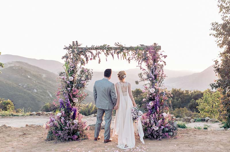 Casamento ao ar livre: Inspirações para decorar o altar da cerimônia