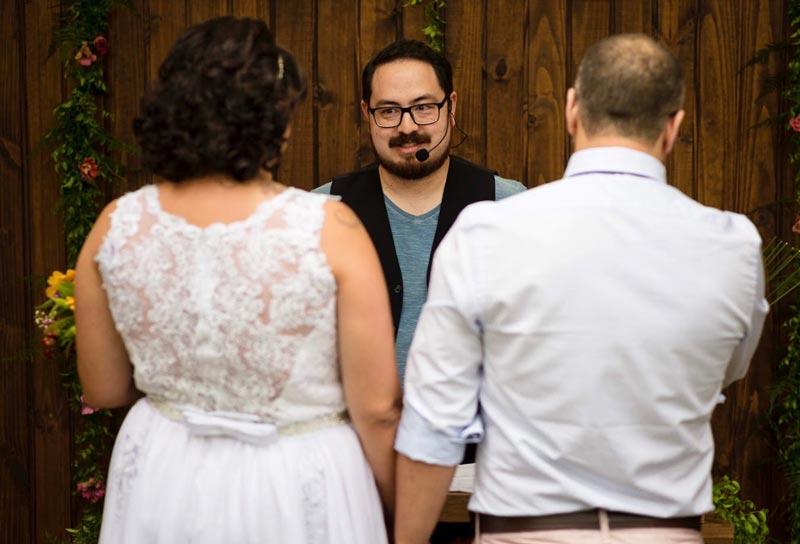 Celebrante de casamento une mágica e emoção na sua cerimônia