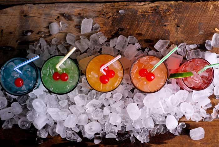 Para inovar: Aula de drinks para os padrinhos