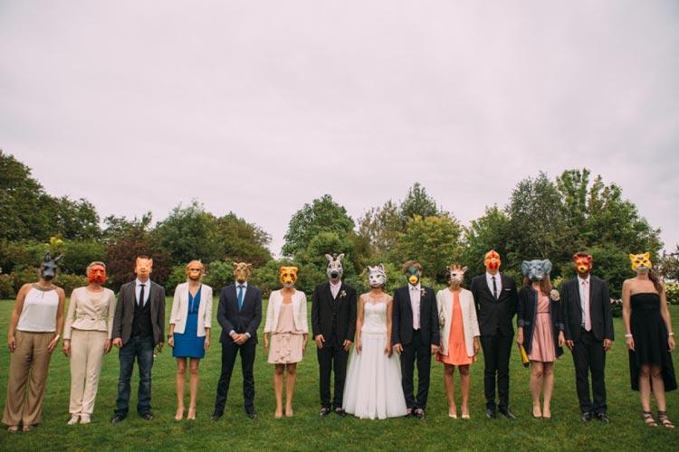 Máscaras + convidados = fotos divertidas de casamento