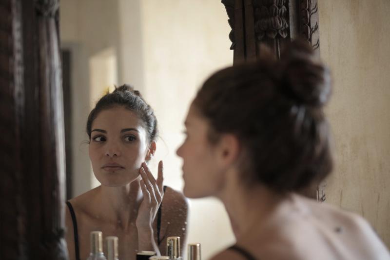Pele oleosa: dicas para manter a maquiagem intacta durante o dia